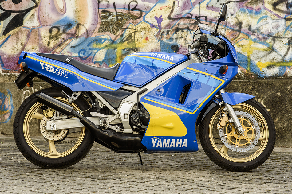Yamaha tzr 50 Rossi sound Leovince V6 HD! - YouTube