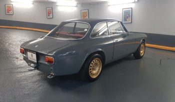 Alfa Romeo Giulia GT 1300 Junior full